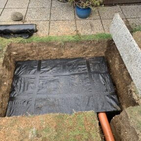 Soakaway using drainage crates